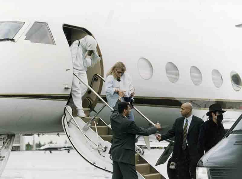 Michael Jackson an ontourage leave plane